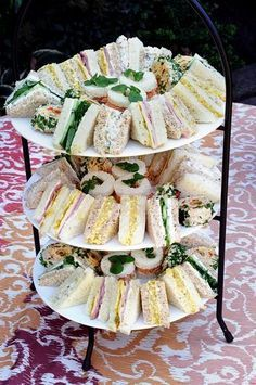 70 ideas for fancy brunch party tea sandwiches - Rezepte Afternoon Tea Parties, Afternoon Tea Recipes, Snacks Für Party, Tea Party Foods, Tea Party Recipes, Party Trays, Food Platters, Finger Foods, Appetizer Recipes