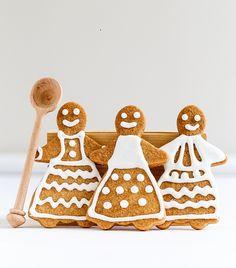Ετοιμάστε τα gingerbread cookies για να δώσετε έναΧριστουγεννιάτικοάρωμα στο σπίτι σας. Gingerbread Man, Gingerbread Cookies, Have Some Fun, Christmas Ornaments, Holiday Decor, Sweet, Food, Happy Thoughts, Women