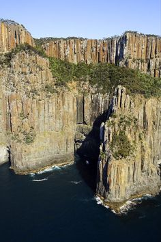 Australia Travel & Destinations :Cliffs at South Bruny National Park Bruny Island Australia Destinations, Australia Travel, Travel Destinations, Great Places, Places To See, Beautiful Places, Bruny Island, Parque Natural, Nature Photos