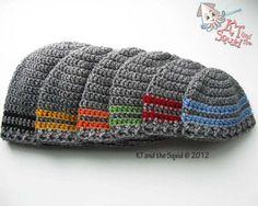 Crochet Baby Hats Two stripe beanie free crochet pattern Crochet Men, Crochet Baby Hats, Crochet Scarves, Crochet Crafts, Crochet Clothes, Crochet Projects, Free Crochet, Knitted Hats, Crochet Dolls