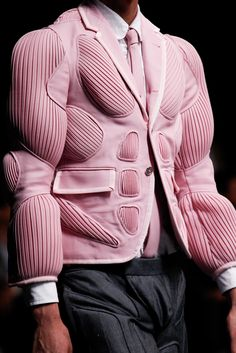 Thom Browne Spring 2015 Menswear Fashion Show Cl Fashion, Weird Fashion, Fashion Details, Fashion Show, Mens Fashion, Fashion Design, Fashion Trends, Fashion Online, Thom Browne