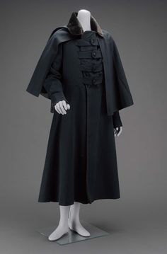 1840-1860, America - Man's greatcoat and detachable cape - Wool twill (broadcloth) with silk velvet