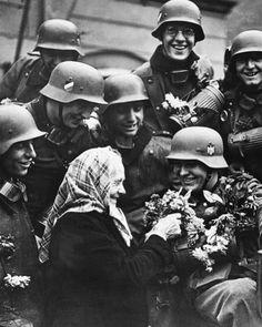 Sudetenland Germans decorate arriving Heer soldaten with flowers. German Soldiers Ww2, German Army, Germany Ww2, War Photography, History Photos, Military History, Historical Photos, Old Women, World War Ii