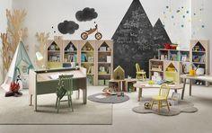 집과 책나무 Tree House books playroom. Chalkboard mountains.