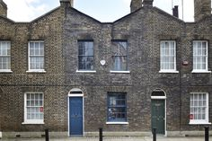 Nueva vivienda rehabilitada abierta a un jardin exterior Roupell Street London