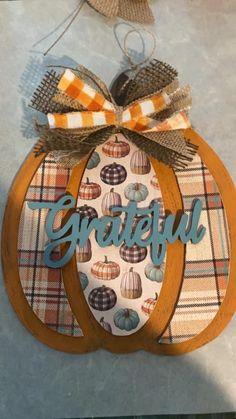 Autumn Crafts, Thanksgiving Crafts, Holiday Crafts, Dollar Tree Decor, Dollar Tree Crafts, Fall Projects, Crafty Projects, Halloween Crafts, Halloween Pumpkins