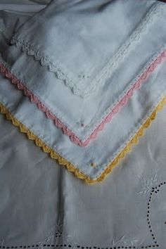 Crochet edging to fabric blankets.  Must do some of these flannel blankets.
