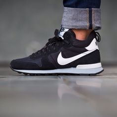 Nike WMNS Internationalist Mid (black / white) - 43einhalb Sneaker Store Fulda Nike Air Internationalist, Me Too Shoes, Crazy Shoes, Cute Shoes, Shoe Game, Nike Shoes Outlet, Nike Free Shoes, Nike Running, Running Shoes