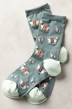 adorable llama socks make a great gift for TWAMIZ and anyone who loves llamas. Cute Socks, My Socks, Funny Socks, Llama Socks, Llama Llama, Vetement Fashion, Crazy Socks, Sock Shoes, Look Fashion