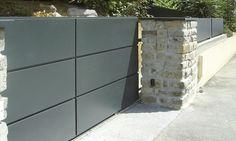 Portail coulissant - 6 cassettes horizontales identiques Steel Gate Design, Front Gate Design, Door Gate Design, Front Gates, Entry Gates, Entrance, Driveway Gate, Fence Gate, Garage Exterior