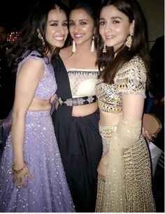 Bollywood's young actresses Shraddha Kapoor, Alia Bhatt and Parineeti Chopra were recently spotted posing for a. Bollywood Girls, Bollywood Stars, Bollywood Fashion, Dress Indian Style, Indian Dresses, Indian Wear, Beautiful Bollywood Actress, Beautiful Indian Actress, Beautiful Women