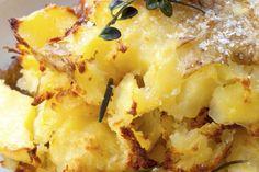 Zo. Ontzettend. Lekker: crispy geplette aardappeltjes -  12 NIEUWE AARDAPPELS (BIJVOORBEELD OPPERDOEZER RONDE OF ANDERE KLEINE, RONDE) 3 EL OLIJFOLIE GROF ZEEZOUT ZWARTE PEPER ROZEMARIJN NAAR SMAAK