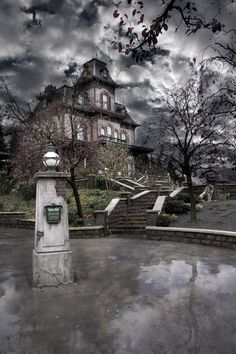 "500px / Photo ""Disneyland Paris - Haunted House"" by Grégory Lacomble"