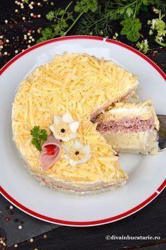Salata mimoza in varianta cu sunca se pregateste usor, cu ingrediente putine si este foarte gustoasa. Poate fi o varianta de salata aperitiv pentru orice masa festiva in familie sau chiar si pentru sarbatori. Mimosa Salad, Good Food, Yummy Food, Romanian Food, Few Ingredients, Food Art, Ham, Food To Make, Deserts