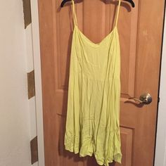 Old Navy Yellow Sundress Cute knee-length Old Navy yellow sundress. Adjustable spaghetti straps. No tags, but never worn. Old Navy Dresses Midi