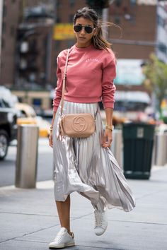 New York Fashion Week Street Style Spring silver skirt, sweatshirt and adidas sneakers Street Style Trends, Street Style Outfits, Look Street Style, New York Fashion Week Street Style, Street Style 2017, Spring Street Style, Cool Street Fashion, Street Styles, Fashion Outfits