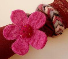 Poppy Armband, Filzschmuck, KC17, handgesponnen von Prinzessinnen-Schneiderey auf DaWanda.com