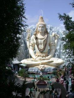 Shiv Mandir Bangalore, India - Looks amazing.