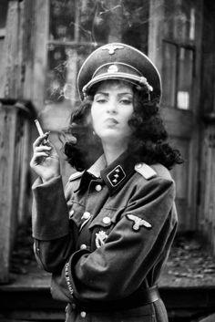 Idf Women, Military Women, Military Fashion, Women Smoking, Girl Smoking, Goth Glam, German Soldiers Ww2, German Women, Hip Hop Art
