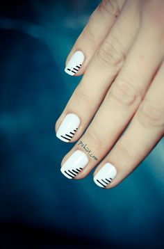 Unlike complex nail designs that take plenty of time to create, these simple DIY minimalist nails look impressive without all the work Get Nails, Fancy Nails, Love Nails, Trendy Nails, Nail Art Stripes, Striped Nails, Black Stripes, Minimalist Nails, White Nail Designs