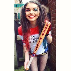 in love with this cosplay ! Got to love a brunette Harley Quinn <3