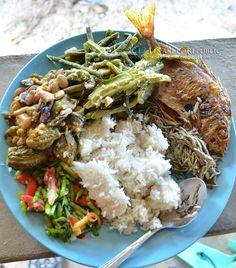 a hearty ilokano lunch by the seaside in ilocos sur ~ PINAKBET REPUBLIC