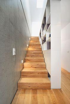 Wood Architecture Semi-detached house B – Munich architecture Modern Staircase, Staircase Design, Interior Stairs, Home Interior Design, Semi Detached, Detached House, Wood Architecture, Local Architects, House Stairs