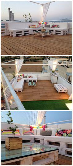 Terraza amueblada con prácticos pallets pintados en blanco