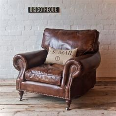 *Need* this vintage leather arm chair for my new house! @Uniche_Laura