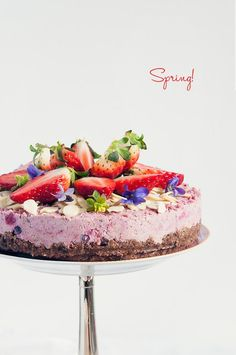 - make this raw strawberry spring cake! Raw Desserts, Just Desserts, Delicious Desserts, Yummy Food, Cupcakes, Cupcake Cakes, Raw Cake, Vegan Cake, Pavlova