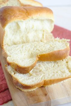 Hokkaido Milk Bread - Light and fluffy Japanese bread that is easy to make! This milk bread is perfect for breakfast with a bit of butter! Milk Recipes, Baking Recipes, Snack Recipes, Milk Bread Recipe, Banana Bread Recipes, Bread Bun, Easy Bread, Bread Rolls, Hokkaido Milk Bread