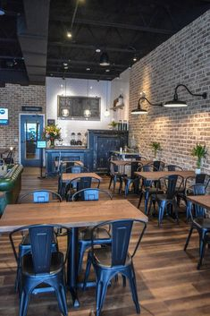 Cafe & Coffee Shop Design Brick walls and subway tile complete the classic look in this coffee shop. Coffee Shop Interior Design, Coffee Shop Design, Restaurant Interior Design, Industrial Restaurant Design, Coffee Cafe Interior, Small Restaurant Design, Café Design, Design Patio, Design Ideas