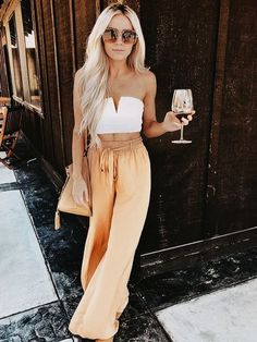 girls night out outfit! love the wide leg pants and crop top look! girls night out outfit! love the wide leg pants and crop top [. Girls Night Out Outfits, Trendy Summer Outfits, Woman Outfits, Spring Outfits, Cute Outfits, Summer Ootd, Casual Outfits, Casual Dresses, Summer Brunch Outfit