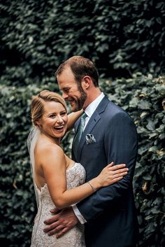 Erin and Josh tied the knot in a ceremony at Scape, with a cocktail reception on the restaurant's ivy-covered patio. #stlouisweddings