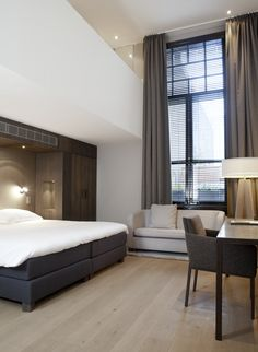 LEEM Wonen schreef over Hotel The Dylan in Amsterdam, waar Remy Meijers 16 nieuwe kamers ontwierp. The Dylan is Netherlands Leading Hotel! Hotels In Charlotte Nc, Hotel Linen, Interior Styling, Interior Design, New Room, Modern Bedroom, Jacksonville Hotels, Bedroom Ideas, Home Decor
