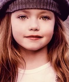 #mackenzie foy  this little girl is absolutely beautiful