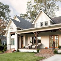 The farmhouse exterior design totally reflects the entire style of the house and the family tradition as well. The modern farmhouse style is not only for interiors. It takes center stage on the exterior as well. Exteriors are adorned with bright-siding, t Farmhouse Front Porches, Modern Farmhouse Exterior, Rustic Farmhouse, Farmhouse Design, Cottage Design, Farmhouse Ideas, Modern Porch, Southern Front Porches, Southern Farmhouse