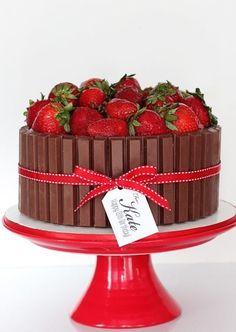 ideas fruit cake ideas birthday dessert recipes for 2019 Torta Kit Kat, Kit Kat Cakes, Birthday Desserts, Cake Birthday, Birthday Kids, Easy Kids Birthday Cakes, Fruit Recipes, Dessert Recipes, Easy Party Food