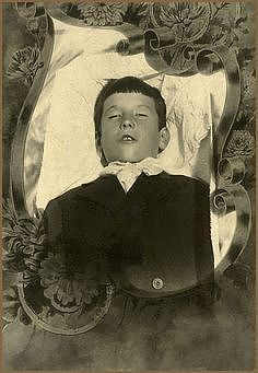 Myth of the Standing Postmortem Photo
