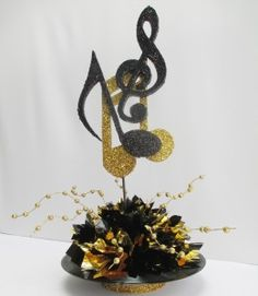 Creative Idea : Gold And Black Beautiful Musical Note Record Table . Music Centerpieces, Party Centerpieces, Music Party Decorations, Centerpiece Ideas, Table Decorations, Karaoke Party, Motown Party, Grad Parties, Birthday Parties