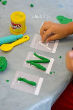 Middle School Kindergarten Program – Discovering the World. A nice little game to learn the letters of his name in letter stick! To achieve with as much material as possible (fimo, salt dough …) Good creation ! Alphabet Activities, Infant Activities, Learning Activities, Activities For Kids, Petite Section, Kindergarten Lesson Plans, Little Games, Games For Toddlers, Learning Centers