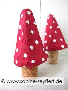 Top 40 Examples for Handmade Paper Events - Everything About Kindergarten Diy Crafts To Do, Paper Crafts, Diy For Kids, Crafts For Kids, Egg Carton Crafts, Christmas Diy, Christmas Ornaments, Favorite Holiday, Pin Collection