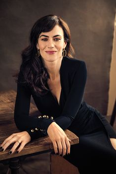 Maggie Siff Maggie Siff, Shapewear, Girl Celebrities, Celebs, Business Inspiration, Style Inspiration, Jogging, Legging Fitness, Executive Woman