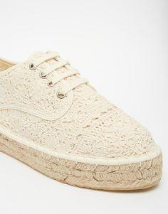 Imagen 4 de Zapatos de croché con cordones y plataforma plana JOEY de ASOS