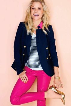 Julie Bowen flashed her preppy side in stripes and a navy blazer that she paired with hot pink pants and gold accessories Fashion Mode, Look Fashion, Womens Fashion, Jeans Fashion, Swag Fashion, Fashion Shoot, Trendy Fashion, Spring Summer Fashion, Spring Outfits