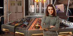 Steven Moffat révèle que Maisie Wlliams joue un rôle important dans la saison 9 de Doctor Who.