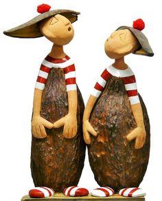Aglaé et Sidonie Paper Mache Sculpture, Sculptures Céramiques, Art Sculpture, Pottery Sculpture, Ceramic Sculptures, Ceramic Figures, Ceramic Art, Clay Projects, Clay Crafts