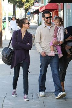 Jessica Alba Photos Photos - Jessica Alba strolls with husband Cash Warren and daughter Honor to Real Food Daily for a Sunday breakfast. Cash was carrying Honor while they walked with another woman and her child. - Jessica Alba with Her Family at Real Food Daily