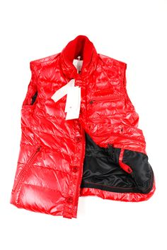 Stay warm outside with this red polyamide. vest made by Peuterey and heavily discounted from the retail price. We take all our own photos to present you with realistic and vivid detail. All items are hand-measured with body measurements to ensure a perfect fit. Need a personal stylist to help you with this Peuterey item? Just ask us