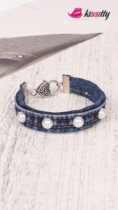 Diy Fabric Jewellery, Fabric Bracelets, Beaded Jewelry, Beaded Bracelets, Diy Denim Bracelets, Diy Denim Earrings, Diy Crafts Jewelry, Bracelet Crafts, Denim Crafts